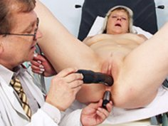 Nada visits her gyno doctor for mature pussy speculum gyno exam