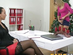 Sexy Anna welcomes Jenny on a casting and enjoys her pussy