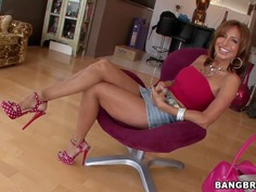 MILF Tara Holiday does a little posing before sucking on dick
