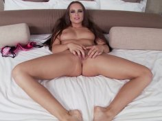 Terrific black haired wanker Teal Conrad loves stimulating her clit