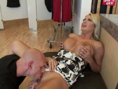 Chantelle Skye enjoys pussy licking and gives blowjob